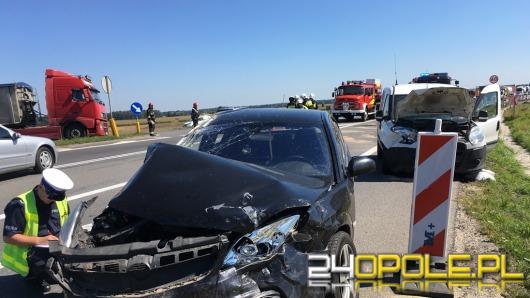 Trzy samochody zderzyły się na grzybku