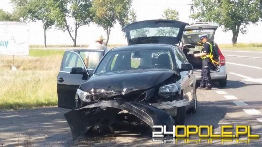 Zderzenie BMW i citroena pod Brzegiem. 2 osoby w szpitalu.