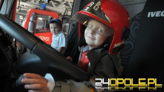 Opolscy strażacy spełnili marzenie 6-letniego Markusa chorego na raka