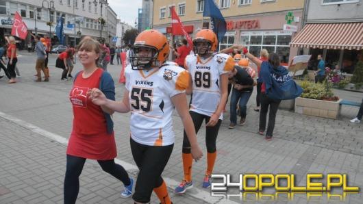 Wolontariusze Szlachetnej Paczki zatańczyli studniówkowego poloneza