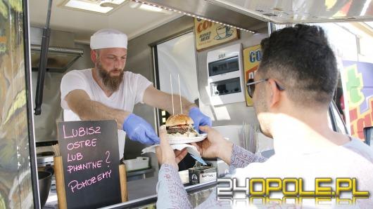 Pyszne święto na Placu Kopernika. Trwa FoodFest - Festiwal Food Trucków.