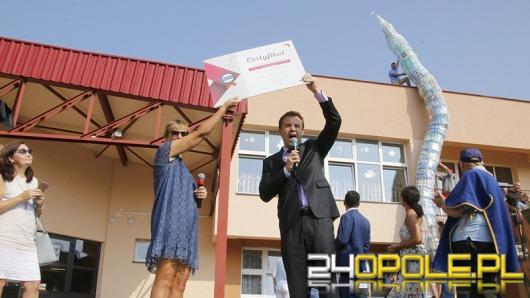 Uczniowie PSP 5 zbudowali Wieżę Piastowską z 1300 butelek