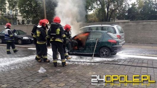 Peugeot zapalił się w centrum Opola