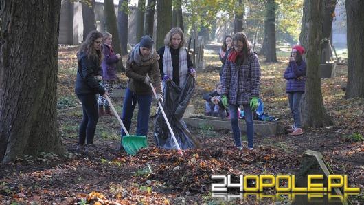 Kolejna akcja sprzątania cmentarza przy ul. Wrocławskiej za nami