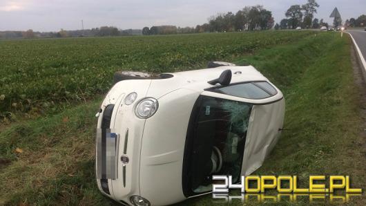 Fiat dachował na trasie Opole-Kluczbork