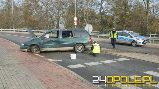Tragiczny wypadek na Zaodrzu. Kierowca wypadł z samochodu.