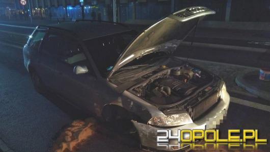 Pijany kierowca staranował latarnię