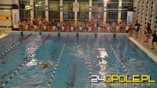 Nocne pływanie przyciągnęło tłumy zawodników i kibiców