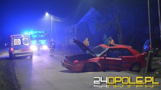 Kierowca mazdy wpadł w poślizg i uderzył w słup