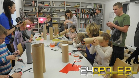 W GSW dzieci uczyły się wykonywania bożonarodzeniowych lunet