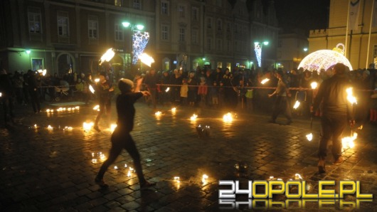 Świetlna osiemsetka, czyli jubileuszowy flash mob na opolskim rynku