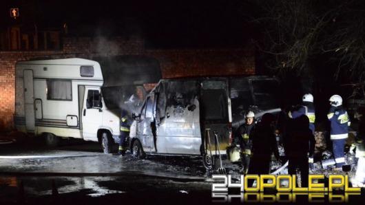 Pożar 3 samochodów przy ul. Dworskiej. Podpalenie?