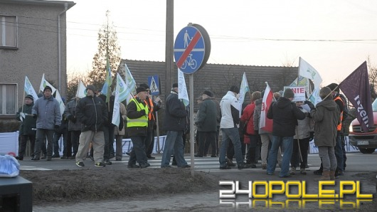"""Blokada drogi w Czarnowąsach zakończona. """"Czas na głodówkę""""."""