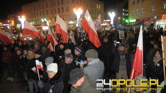 Opolscy politycy wspólnie przeciw rządowi na manifestacji KOD