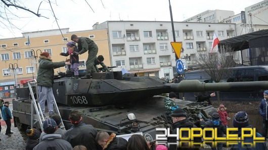 Piknik wojskowy przyciągnął na Plac Wolności setki opolan