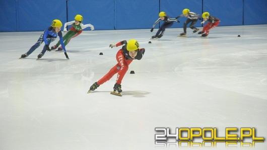 Ponad 200 zawodników rywalizuje na lodowisku Toropol
