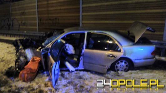 Mercedes dachował na obwodnicy Kędzierzyna-Koźla. Kierowca uciekł.