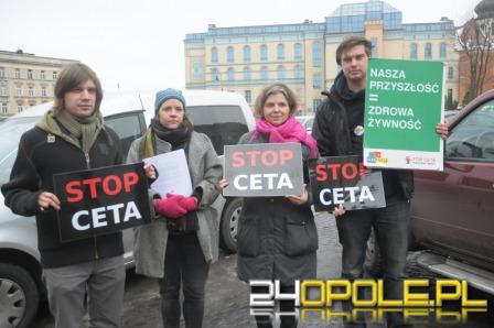 """""""Akcja Demokracja"""" protestowała w Opolu przeciwko CETA"""