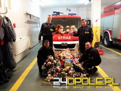 Strażacy zbierają maskotki dla ofiar wypadków