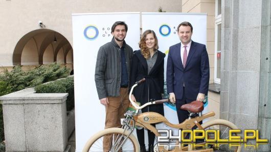Łzy szczęścia przy odbiorze roweru z aukcji WOŚP