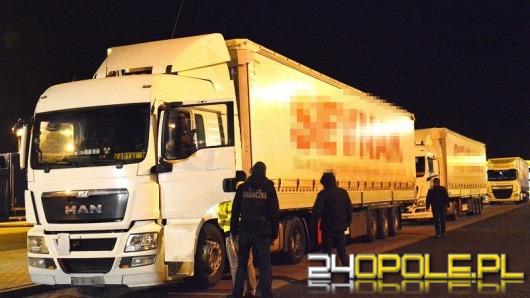 Turecka ciężarówka z obcokrajowcami zatrzymana na A4