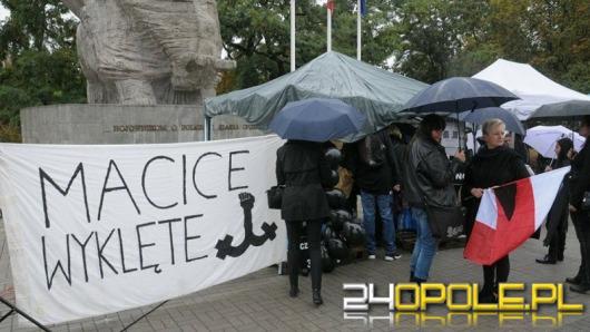 """""""Nie przychodź, przecież gwałt to twoja wina"""". 8 marca kolejny protest kobiet."""