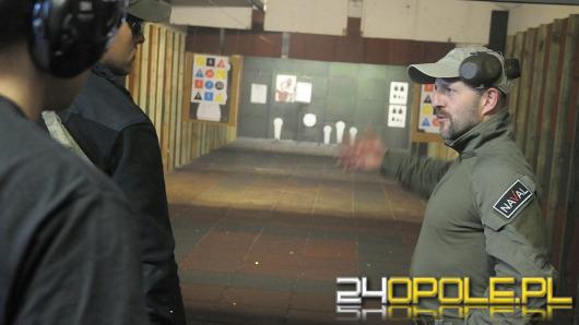 Emerytowany żołnierz GROM-u szkolił opolan w strzelaniu