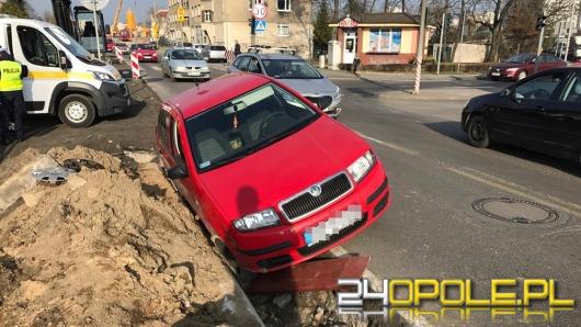 Pijana kobieta wjechała do rowu na remontowanym odcinku ul. Niemodlińskiej