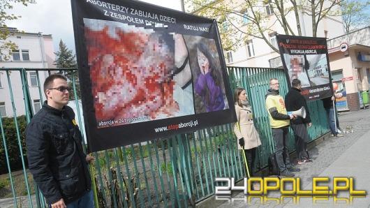 Przeciwnicy i zwolennicy aborcji manifestowali pod szpitalem