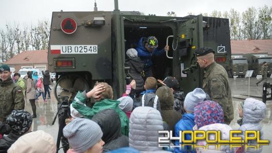 Logistycy otworzyli koszary dla odwiedzających