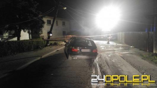 Pijany kierowca BMW uderzył w słup energetyczny