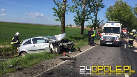 Opel wjechał w traktor, dwie osoby ranne