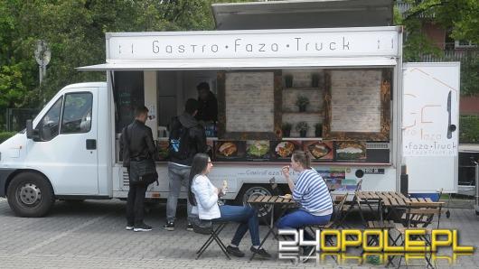 Na kampusie UO trwa piastonaliowy zlot food trucków