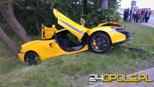 McLaren rozbił się na rondzie w Krapkowicach