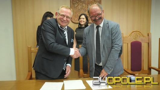 """Opolska """"szóstka"""" podpisała kolejną umowę z Politechniką Opolską"""