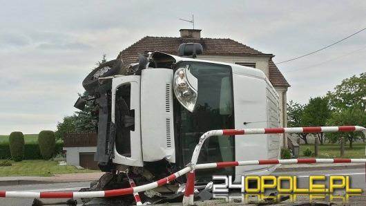 Kolizja busa w Folwarku. Kierowca zasnął za kierownicą