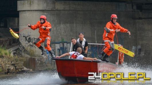 Zobacz, jak strażacy uczą się ratowania na Odrze