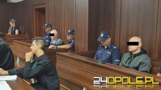 Molestowali kilkuletnie dzieci, stanęli przed sądem