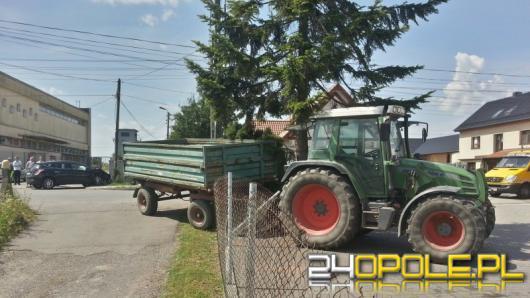 Zderzenie lancii i traktora. Dwoje dzieci odwieziono do szpitala