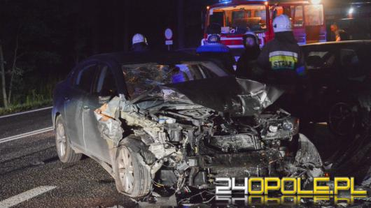 Zderzenie trzech pojazdów w lesie dąbrowskim na DK nr 46