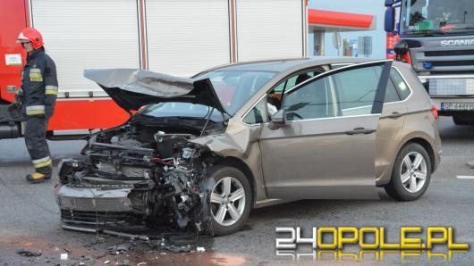 Wypadek na obwodnicy Opola. Cztery osoby ranne, w tym małe dziecko