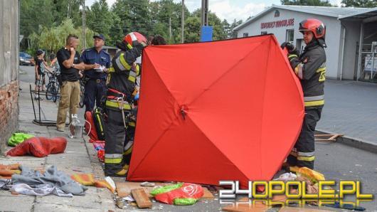 Chory psychicznie 34-latek wypadł z okna w Grodkowie. Próba samobójcza?