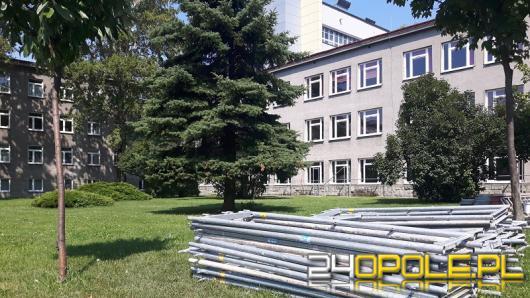 Ociepla i odnowią budynek UO przy Oleskiej