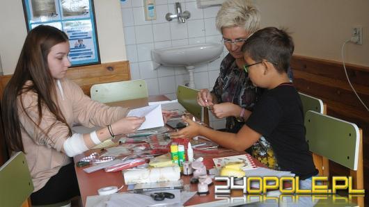 Mali pacjenci USK robią kartki dla powstańców warszawskich