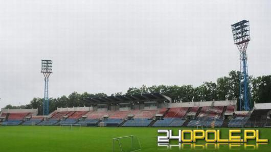 Modernizacja oświetlenia stadionu Odry ruszy na dniach. Jest umowa z wykonawcą
