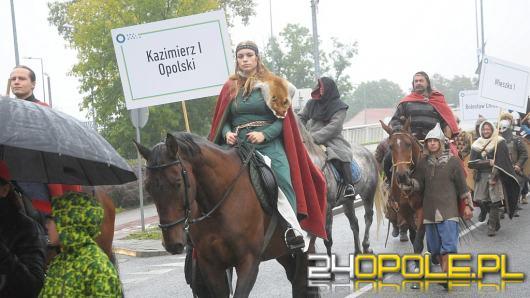 Parada z okazji 800-lecia miasta w towarzystwie historycznych gości