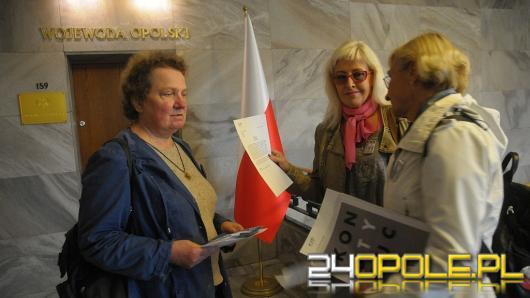 """""""Gdzie jest flaga?"""" - Protest KOD w Urzędzie Wojewódzkim"""