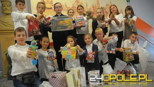 Uczniowie szkoły nr 20 pomagają dzieciom z Centrum Zdrowia Dziecka
