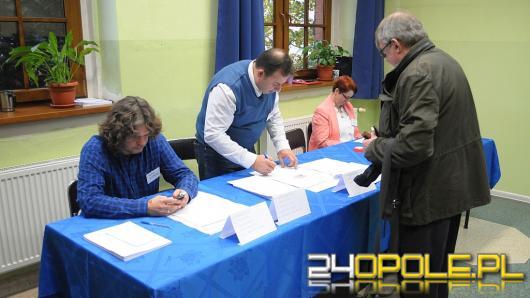 Wybory do Rad Dzielnic trwają, choć nie bez problemów