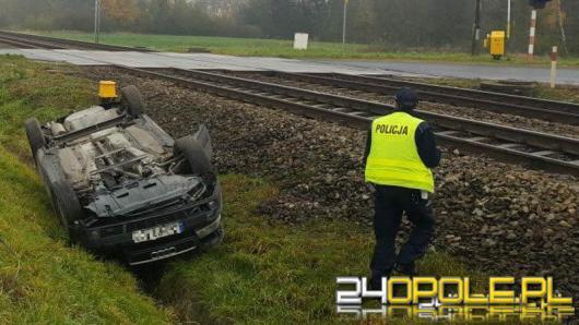 Groźny wypadek w Brzegu. Auto zatrzymało się na torach kolejowych.